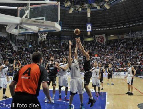 Samoggia in area - Derthona Basket
