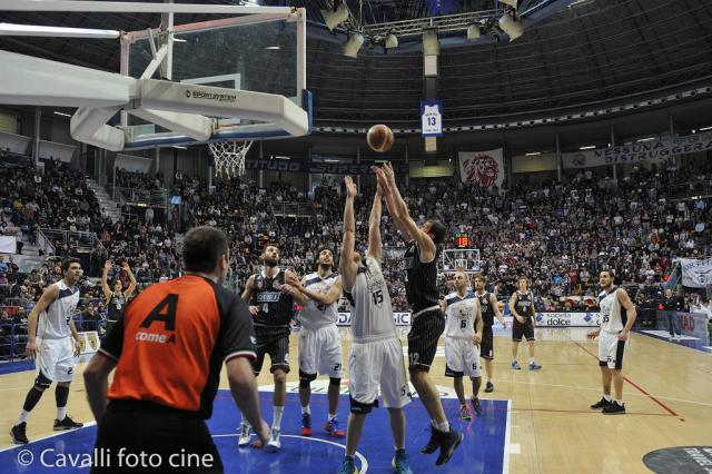 Samoggia in area - Derthona Basket